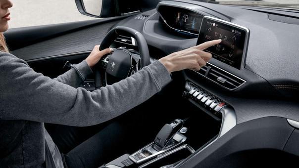 SUV 3008 ergonomiczne i komfortowe prowadzenie z peugeot i-cockpit