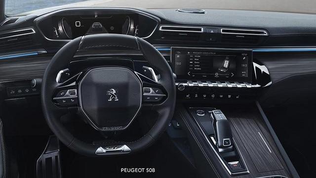 Nowy PEUGEOT 508 HYBRID - PEUGEOT i-Cockpit z cyfrowym wyświetlaczem zegarów w polu widzenia drogi i kompaktową kierownicą