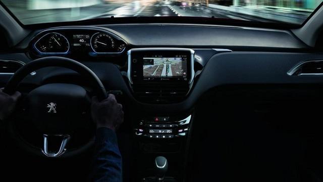 Peugeot i-Cockpit gwarantuje komfortową podróż i przyjemność z jazdy