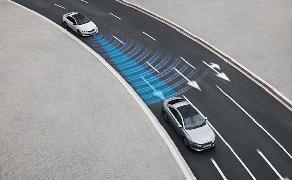 Nowy PEUGEOT 508 - system awaryjnego hamowania Active Safety Brake z funkcją ostrzegania o przekroczeniu bezpiecznej odległości Distance Alert.