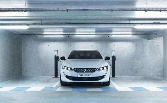 nowoczesny model hybrydowy - Peugeot 508 SW Hybrid