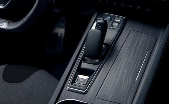 Nowoczesna, automatyczna skrzynia biegów EAT8 w nowym Peugeot 508 SW Hybrid