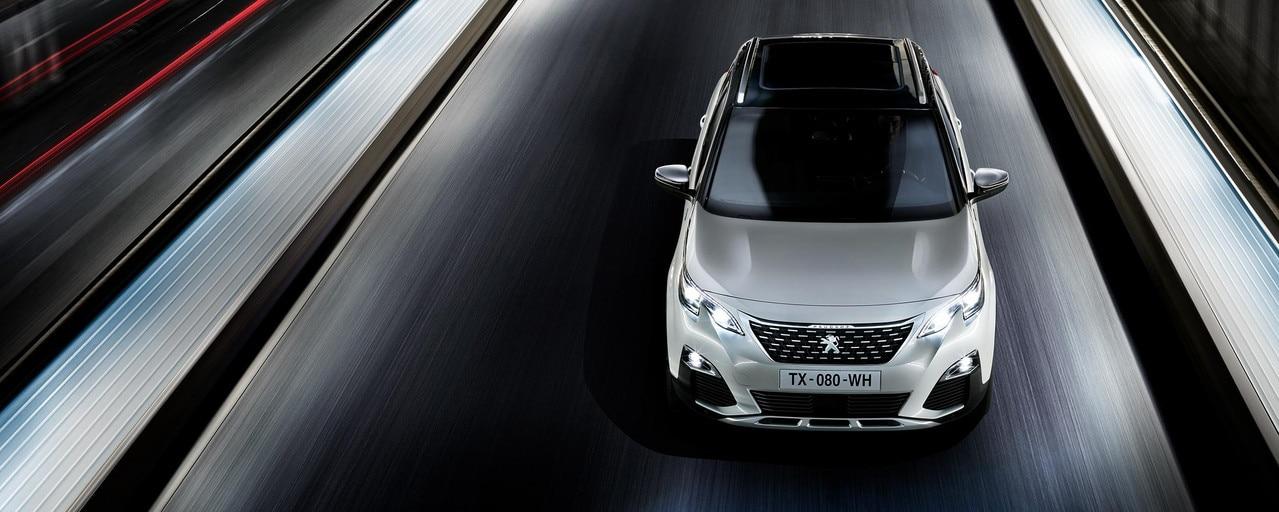 Sylwetka SUV 3008 Hybrid zwraca na siebie uwagę z każdego punktu widzenia