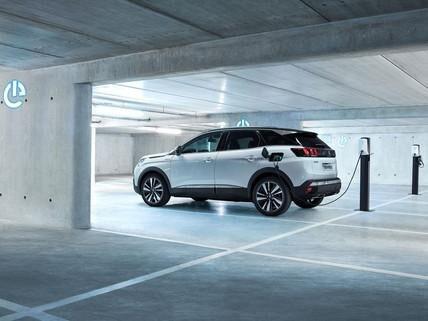 Hybrydowy napęd Peugeot 3008 Hybrid dla klientów biznesowych