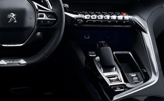 SUV 3008 Hybrid4 w wersji z nową automatyczną skrzynią biegów eat8
