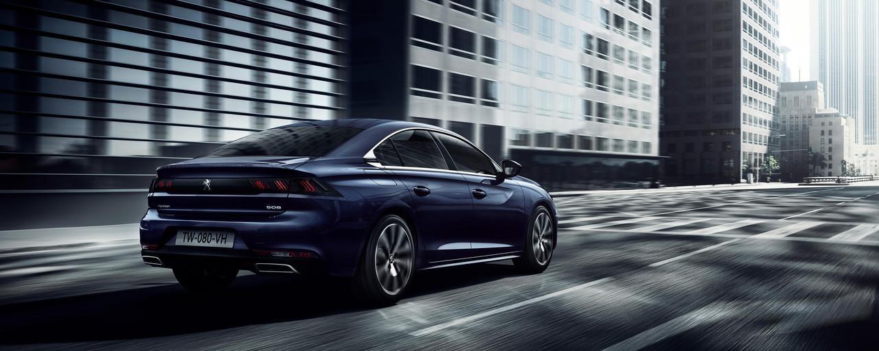 owy PEUGEOT 508 - sedan klasy premium dla biznesu prezentuje się dobrze z każdej strony