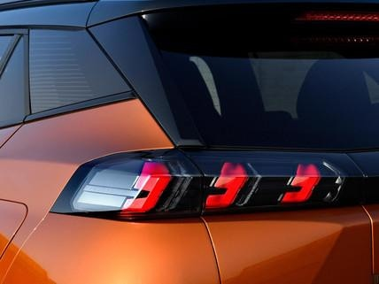 Nowy SUV PEUGEOT 2008 - tylne światła LED