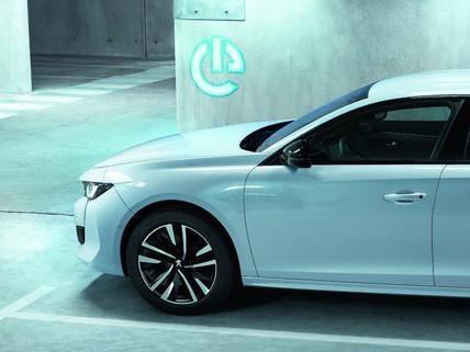 Nowy PEUGEOT 508 HYBRID - sedan klasy premium z napędem hybrydowym plug-in